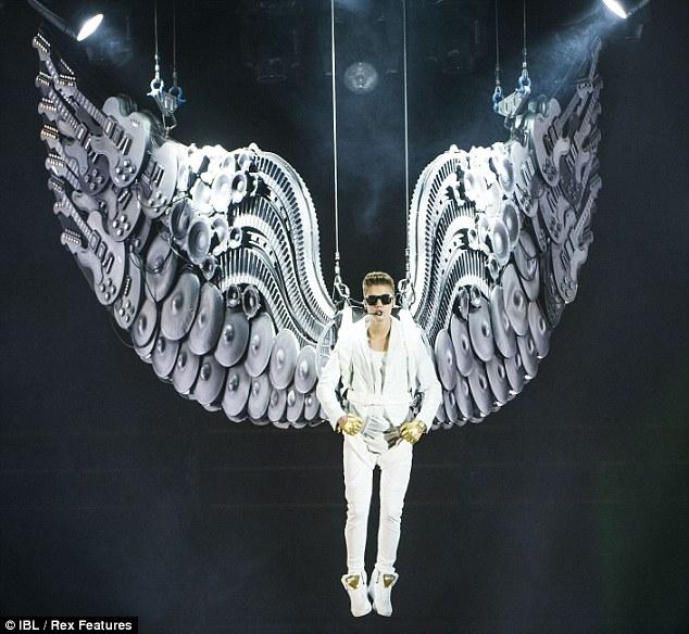 Justin Bieber Hentikan Konser Saat Adzan di Masjid