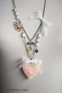 collier romantique baroque dentelle Calais cristal
