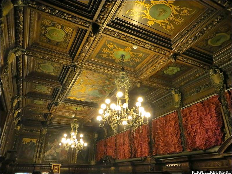 Парадная столовая Бильдерлингов - расписной потолок в Петербурге