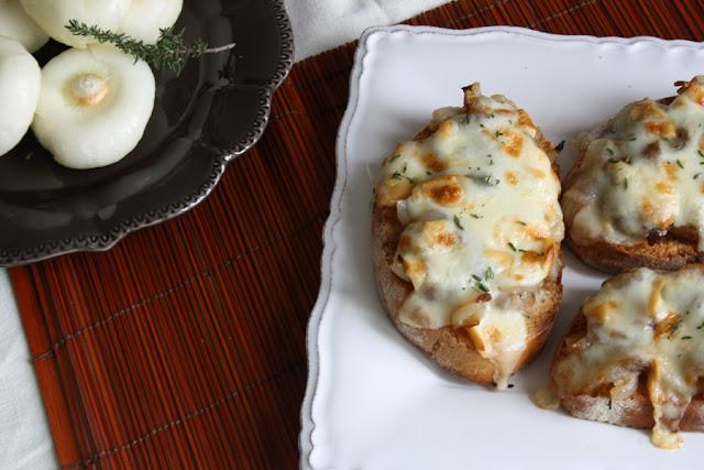 ricetta crostini cipolle borettane e scamorza affumicata