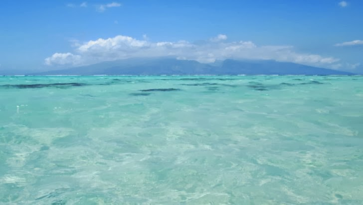Vue de Tahiti depuis la côte Est de Moorea