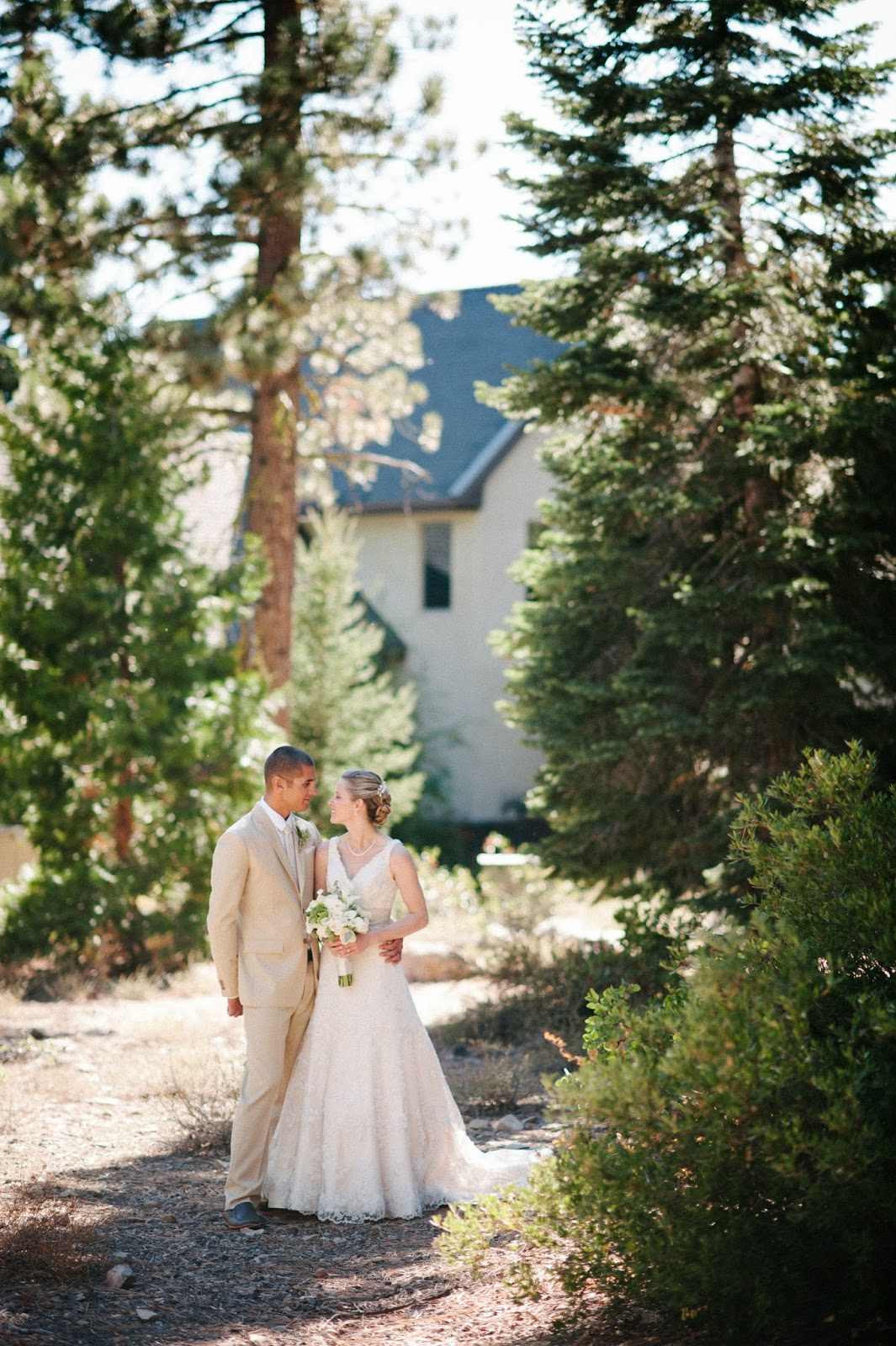 All white mountain wedding // Acres of Hope Photography // Take the Cake Event Planning