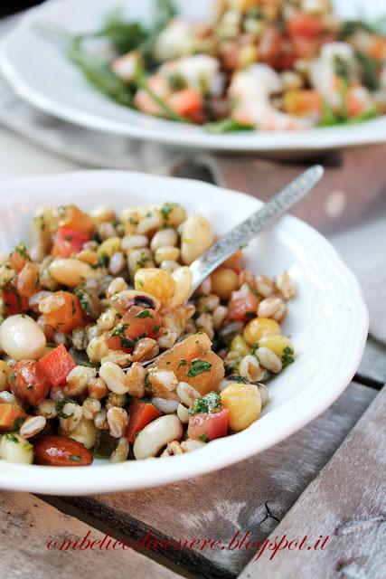 insalata di farro e legumi con gamberi in salsa di rucola