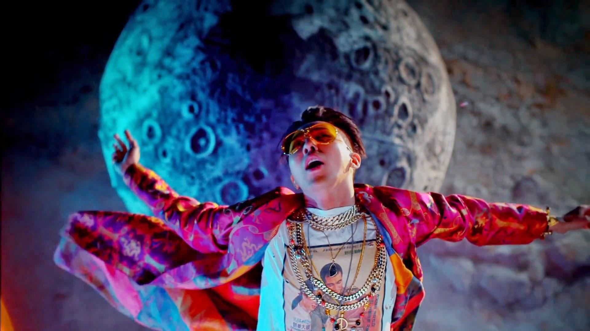 Big Bang's G-Dragon in Bae Bae MV