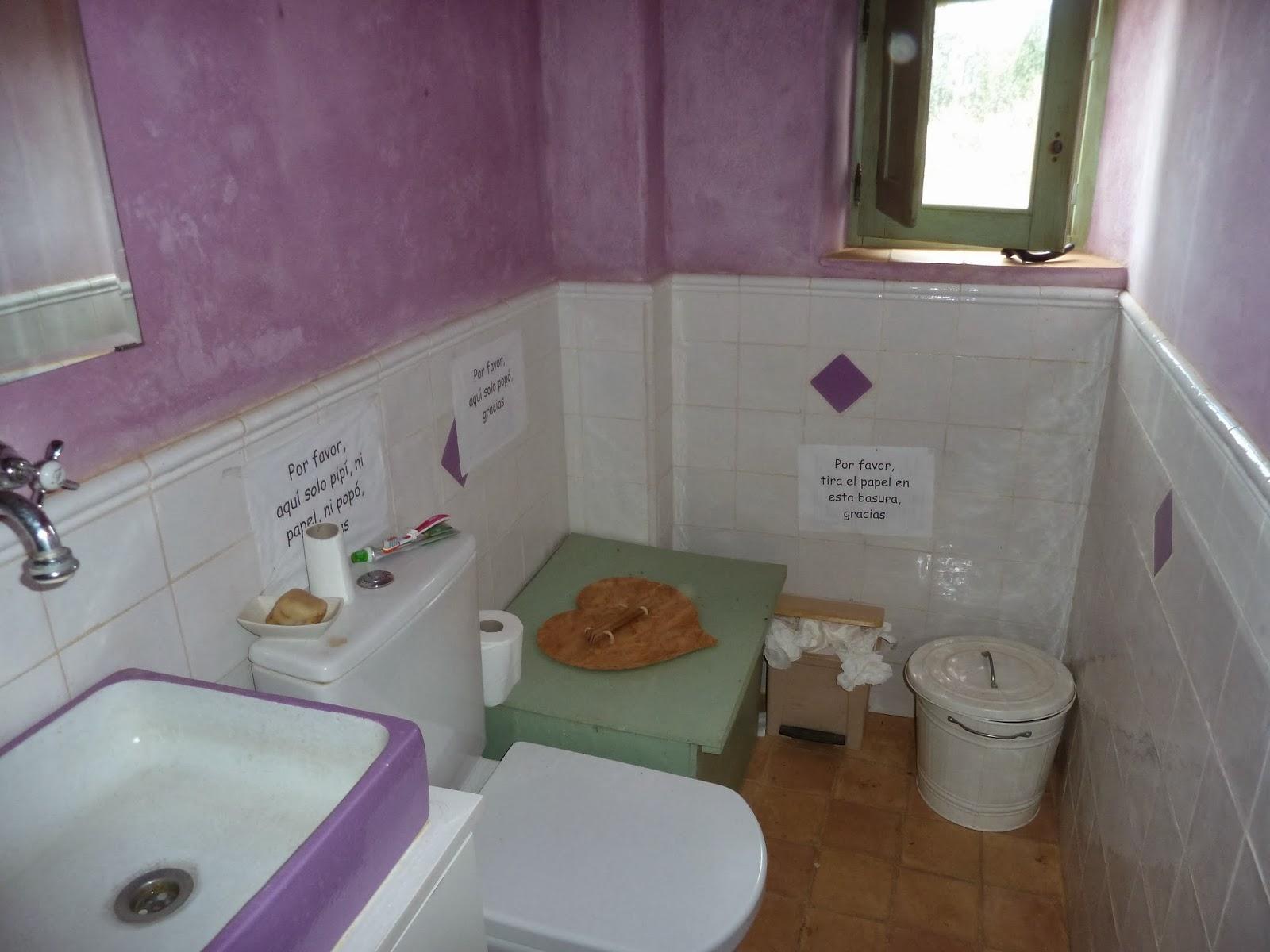Inodoro Para Baño Seco:Cuarto de baño con inodoro seco en el interior de la vivienda en
