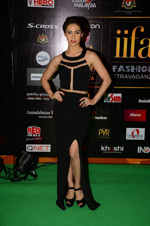 Lauren Gottlieb in Black Cut Out Gown Backless Shows Photos at IIFA 2015