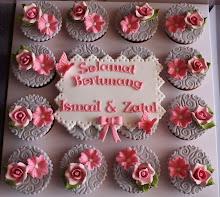 Fondant Engagement Cupcakes