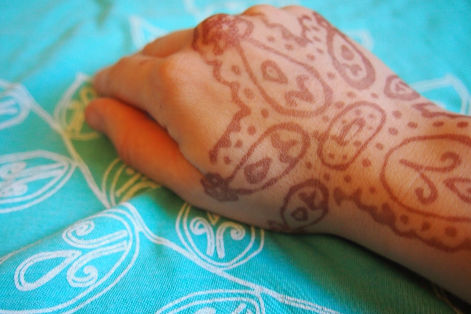 your+own+henna+art - How to Create a Henna Design