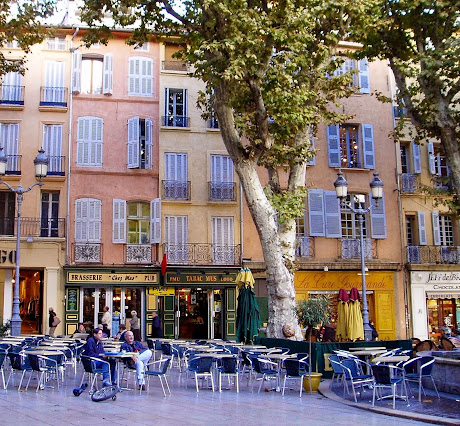 Cafe in Aix-en-Provence, France, where Miming in French takes place.