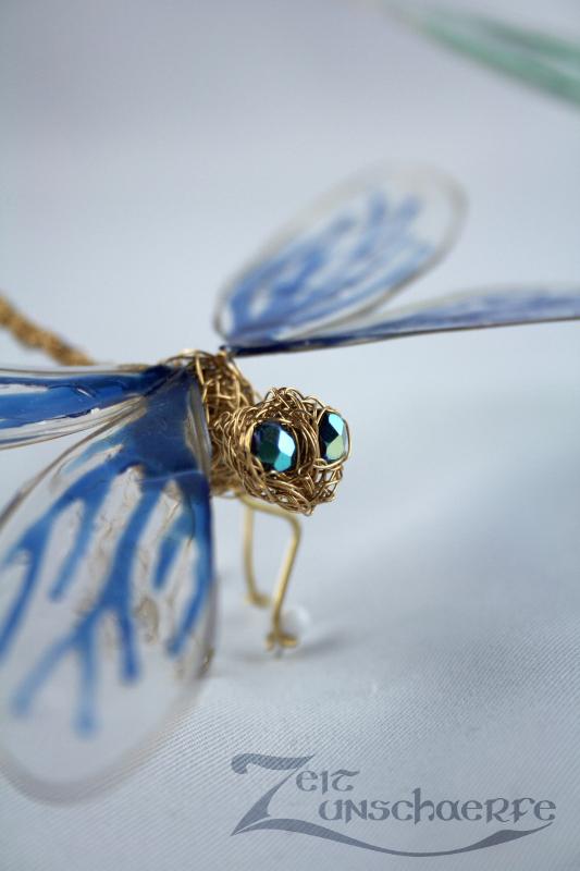 blaue Draht-Libelle by Zeitunschaerfe