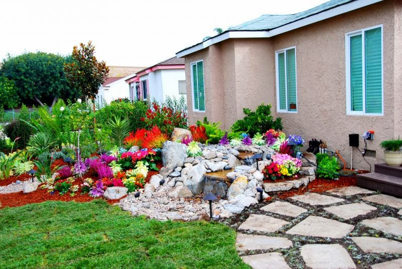 Gardening and landscaping front yard landscaping ideas for Small flower garden in front of house