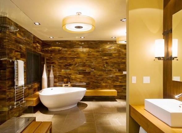 Baños Amarillos Pequenos: grandes con paredes de piedra y paredes en color amarillo napolitano