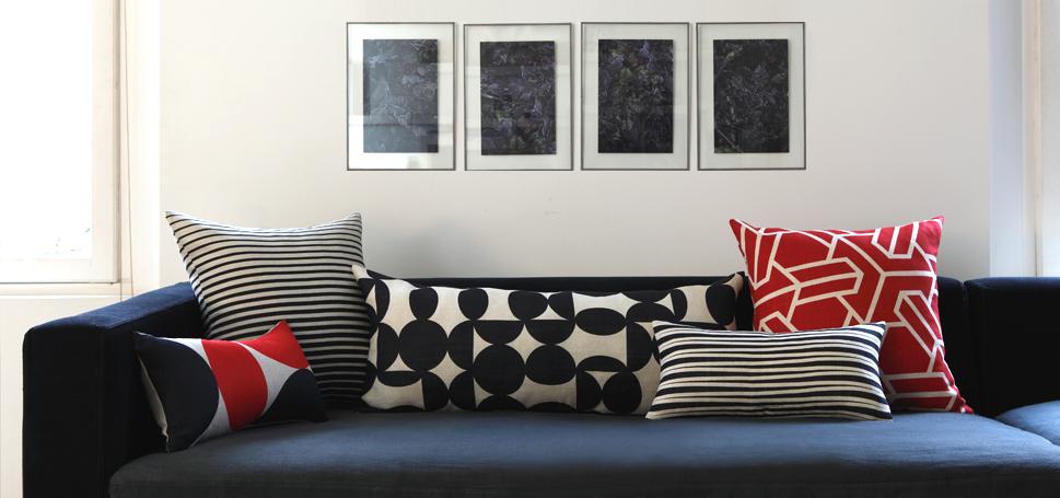 le kg room les coussins de rouge du rhin. Black Bedroom Furniture Sets. Home Design Ideas