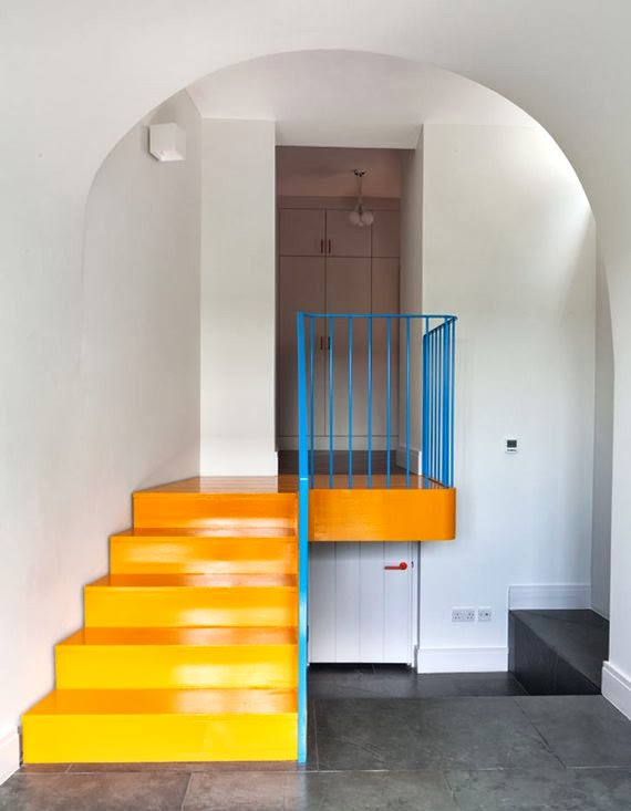 vermelho amarelo azul - cores primárias - entrada da casa