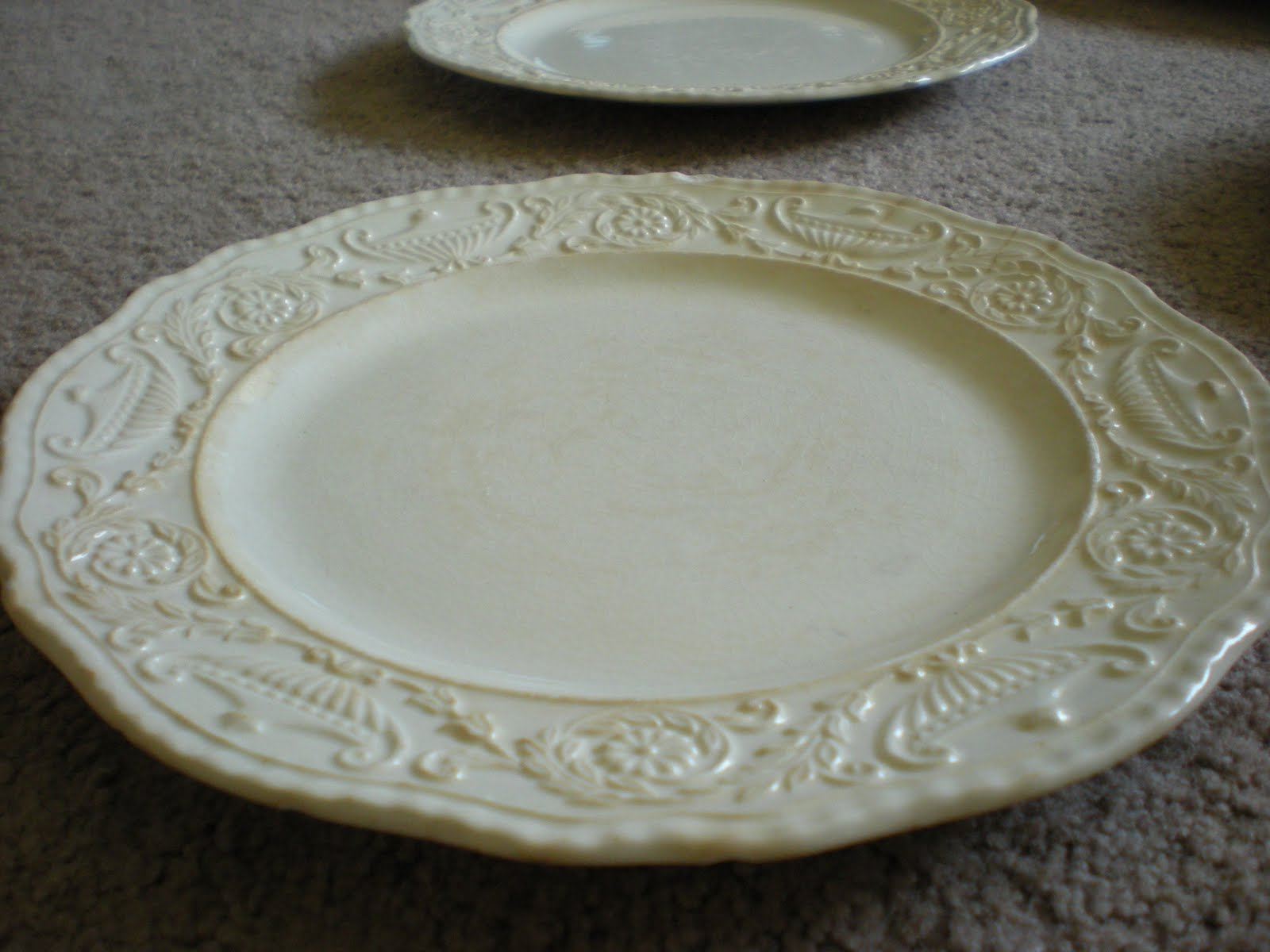 The platter in the center was purchased at the antique mall for $5.00. It doesnu0027t have any st&ing on it at all so I am clueless as to its value. & Plates and an Update