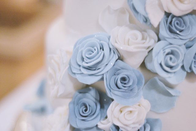 Blue and white cake decoration flowers