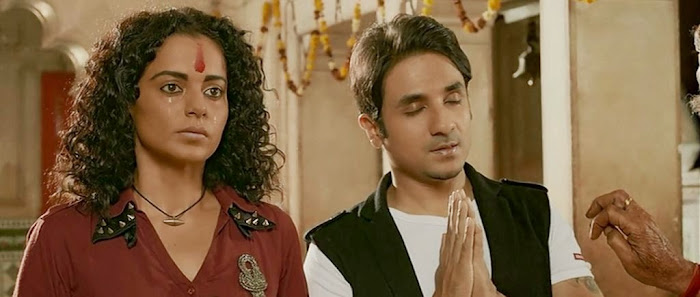 Screen Shot Of Hindi Movie Revolver Rani (2014) Download And Watch Online Free at worldfree4u.com