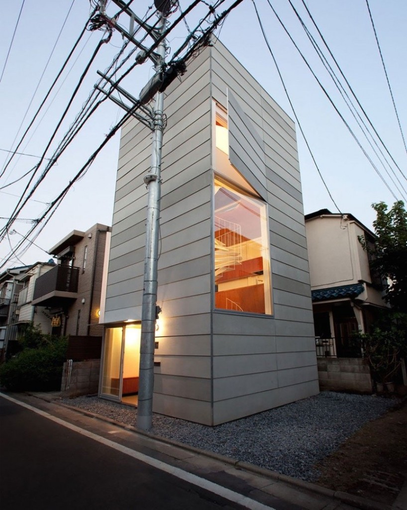 designers of this house took the challenge to build this house for a married couple and their new born child on a small lot in tokyo - Smallest House In The World 2015