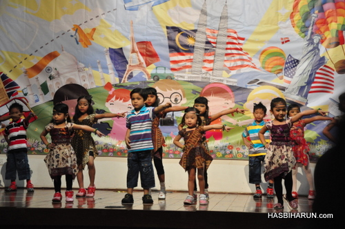 Dangdut dancing in Smart Reader Kids Annual Concert and Convocation 2012 by Hai O garam buluh top agent