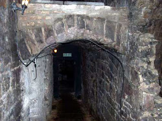 scotland scottish tourism edinburgh buried street ghost tour