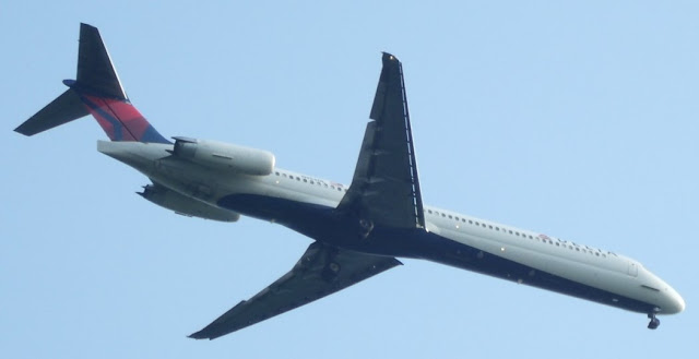 Delta MD-88 at KPIT