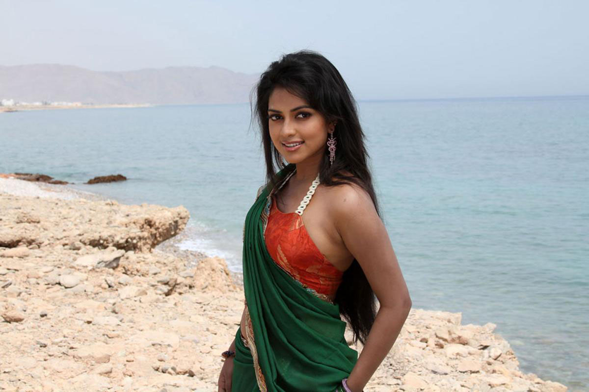 Amala Paul Hot Stills - Wallwoods