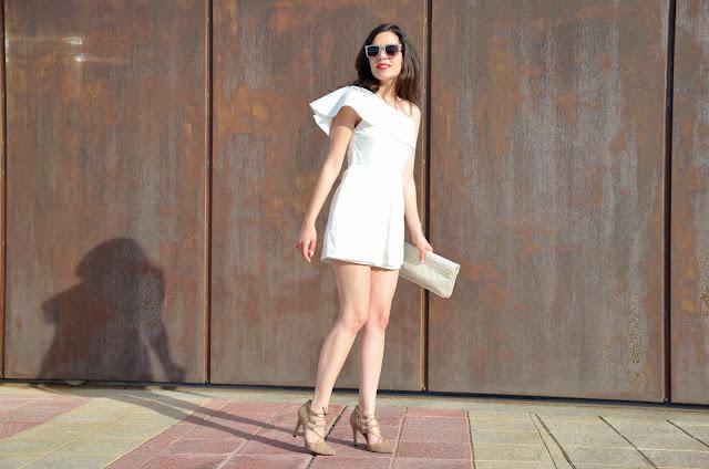 white-jumpsuit- mono-blanco-look