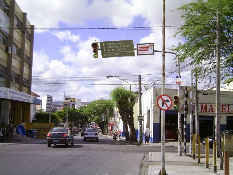 Prefeitura de Caruaru é conivente com a poluição visual.