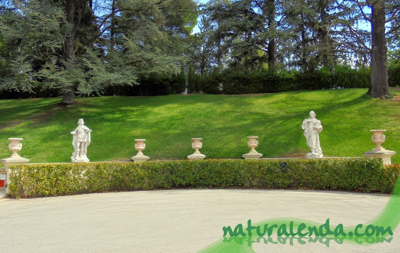 estatuas de reyes del palacio del pardo