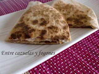 Tortillas mexicanas a la plancha con jamón y queso