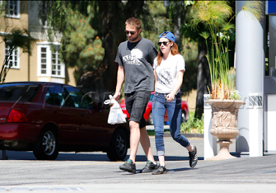 Robsten - Imagenes/Videos de Paparazzi / Estudio/ Eventos etc. - Página 10 Captura+de+pantalla+2013-04-20+a+la(s)+03.09.49