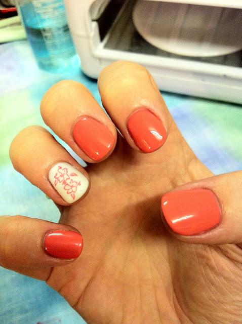 Оранжевый шеллак на короткие ногти фото