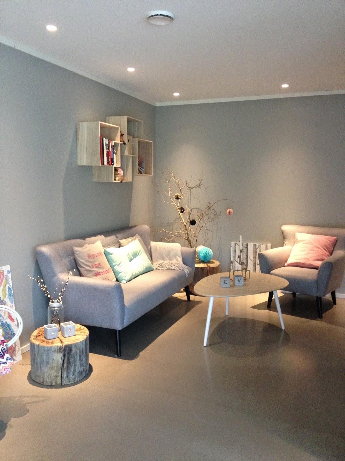 Omrom: ommøblering  stue, før og etter!