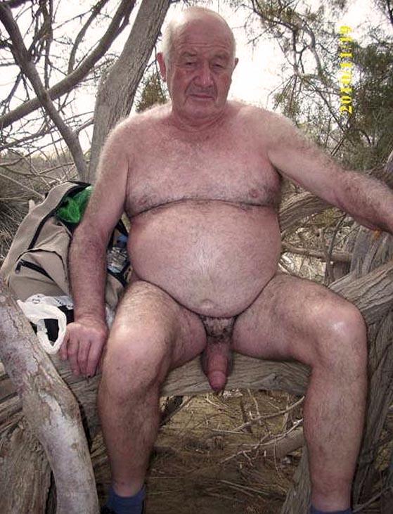 Videos XXX - Un viejo y sucio hombre se folló a esta