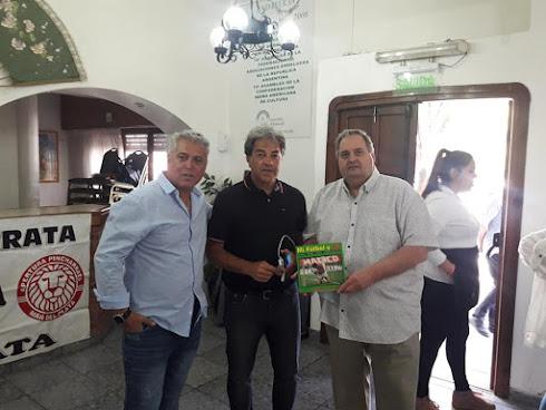 Patricio Hernández nos obsequio su libro