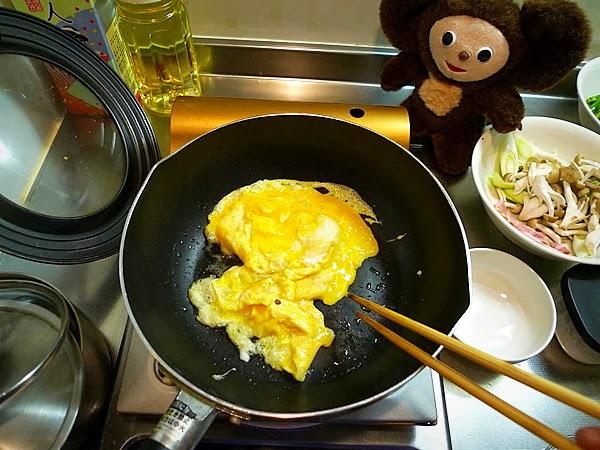 万願寺と卵のオイスターソース炒めの作り方(2)