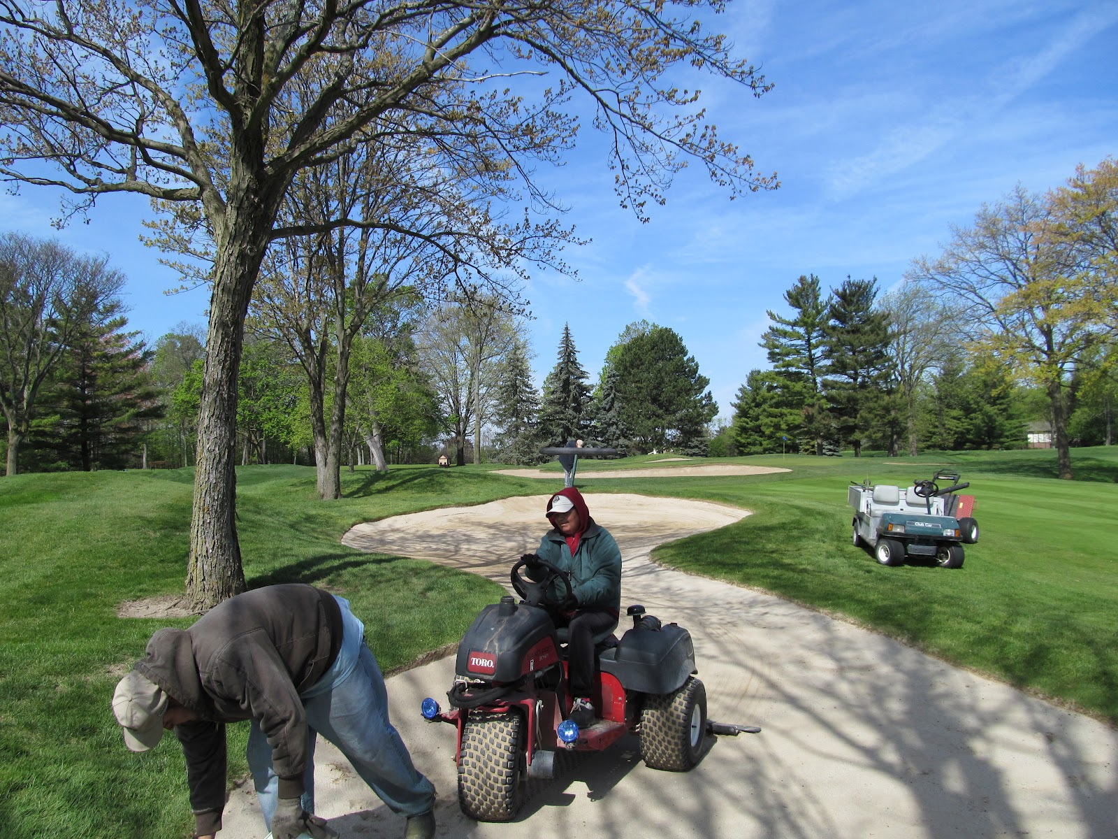 meadowbrook country club golf course maintenance sand hazards