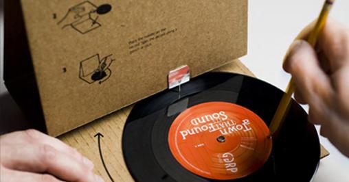le blog du disque vinyl par d une id e en carton une platine vinyle originale. Black Bedroom Furniture Sets. Home Design Ideas