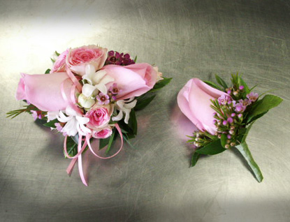 Guys - How To Order Prom Corsage Flowers for Your Date