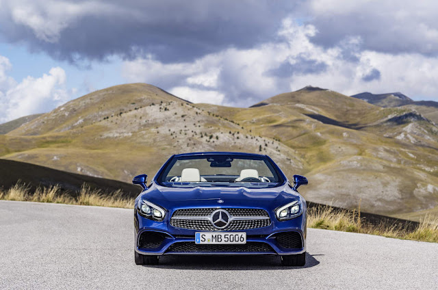 Mercedes Benz SL 500 in brillantblau mit AMG Line