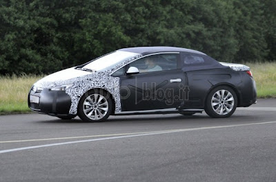 Opel Astra Cabriolet Spy Photos