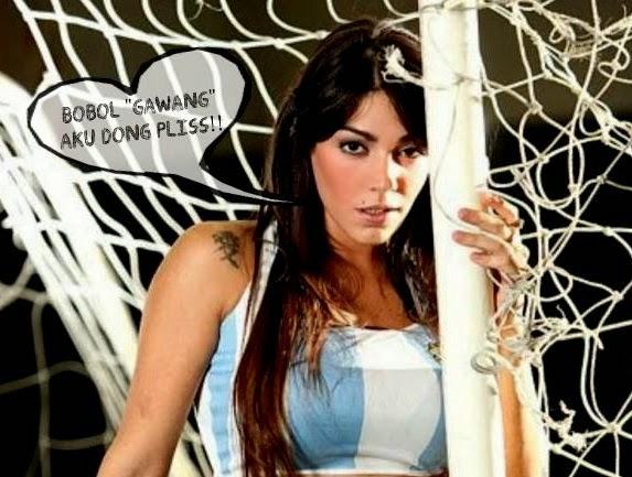 Model Panas Fiorella Castillo Tantang Messi Juggling Bola Sikulit Bundar