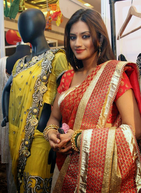 Nusrat Jahan Most Popular Indian Bengali Film Actress and beautiful Photo Gallery Wallpapers Fee Download