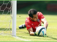 FIFA elige a Claudio Bravo dentro de los 5 candidatos para ser mejor arquero del 2014