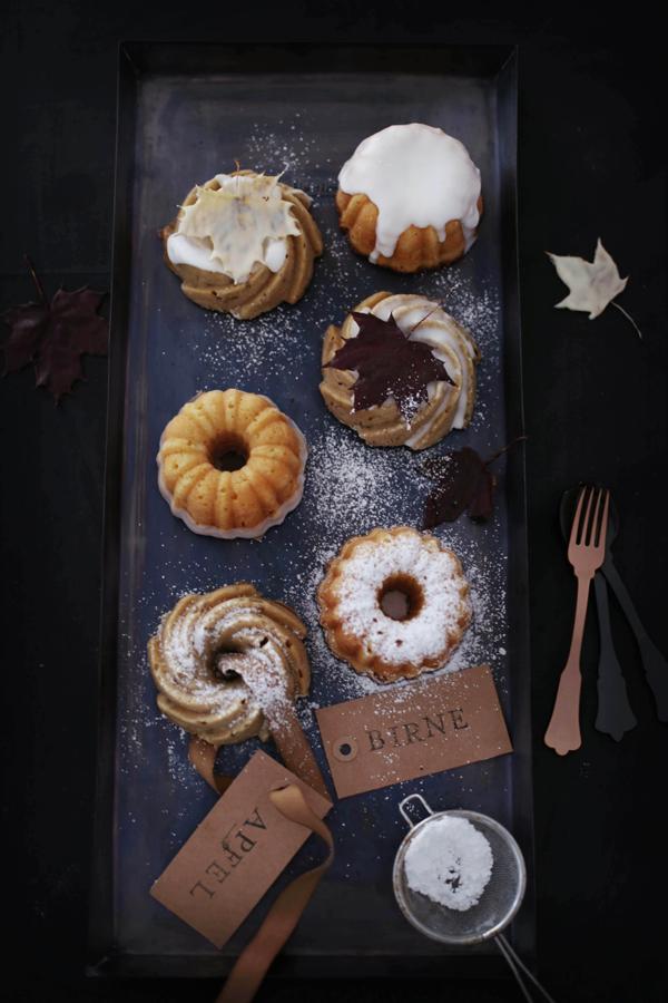 Chai-Apfelküchlein • Weiße Schokoladenküchlein mit Birne • Schokoladen- Ahornblätter