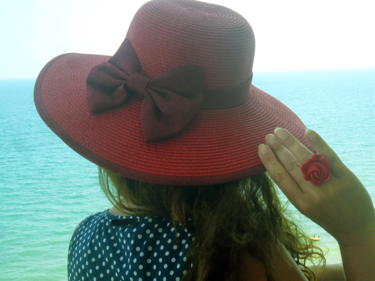 Pascale De Groof - She Wanders She Finds - Red hat