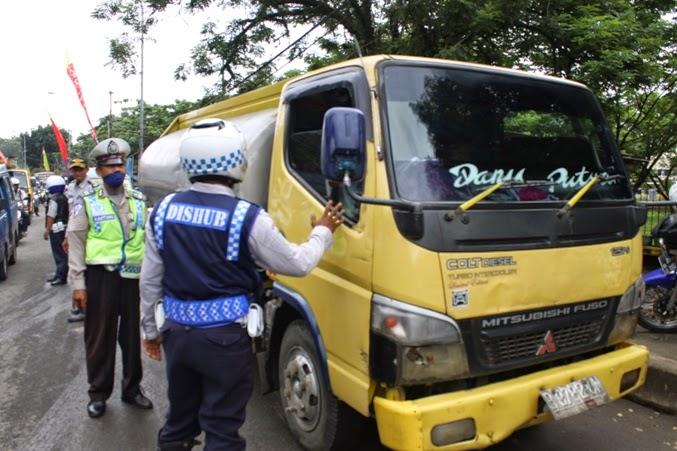 Dishub Tertibkan Kendaraan Angkutan Umum dan Barang