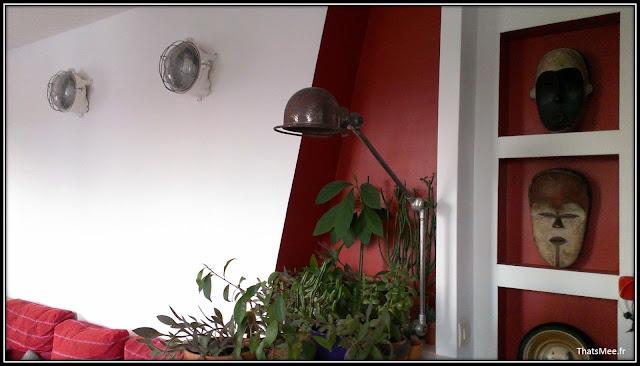 Lampes vintage sortie de secours, lampe vintage brocante Jielde, masques africains miroir de sorcière