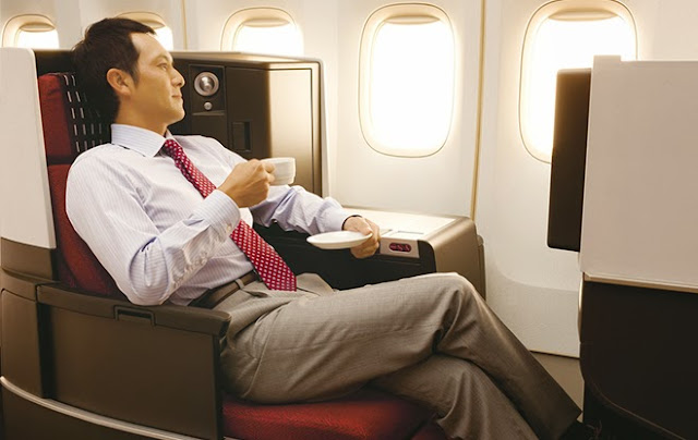 The JAL SKY SUITE 767 Business Class cabin is arranged in a 1-2-1 layout