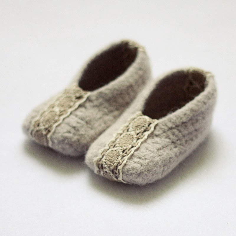 Crocheted Felted Slippers: Crochet slippers for the whole family ...